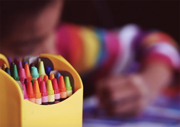 creioane colorate jocuri copii