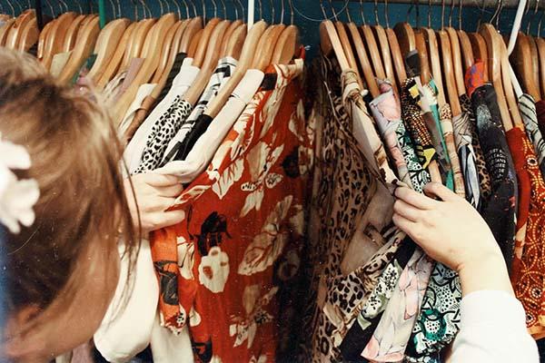 cumpara haine din bugetul personal